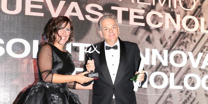 Valentín Rangel recogiendo el premio Andalucía Excelente